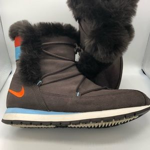 Nike brown suede boots